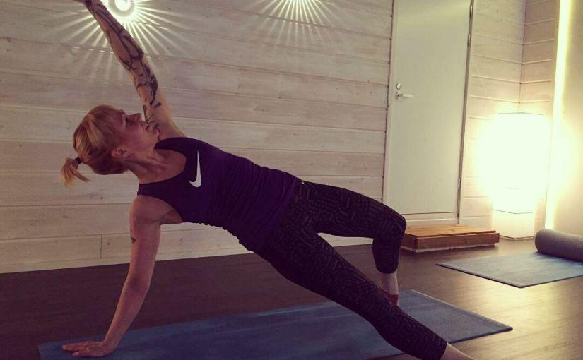 Flow joogalla sykkeet korkealle ja tehokas treeni kokokroppaan!